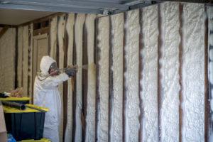 spray foam insulation vs fiberglass